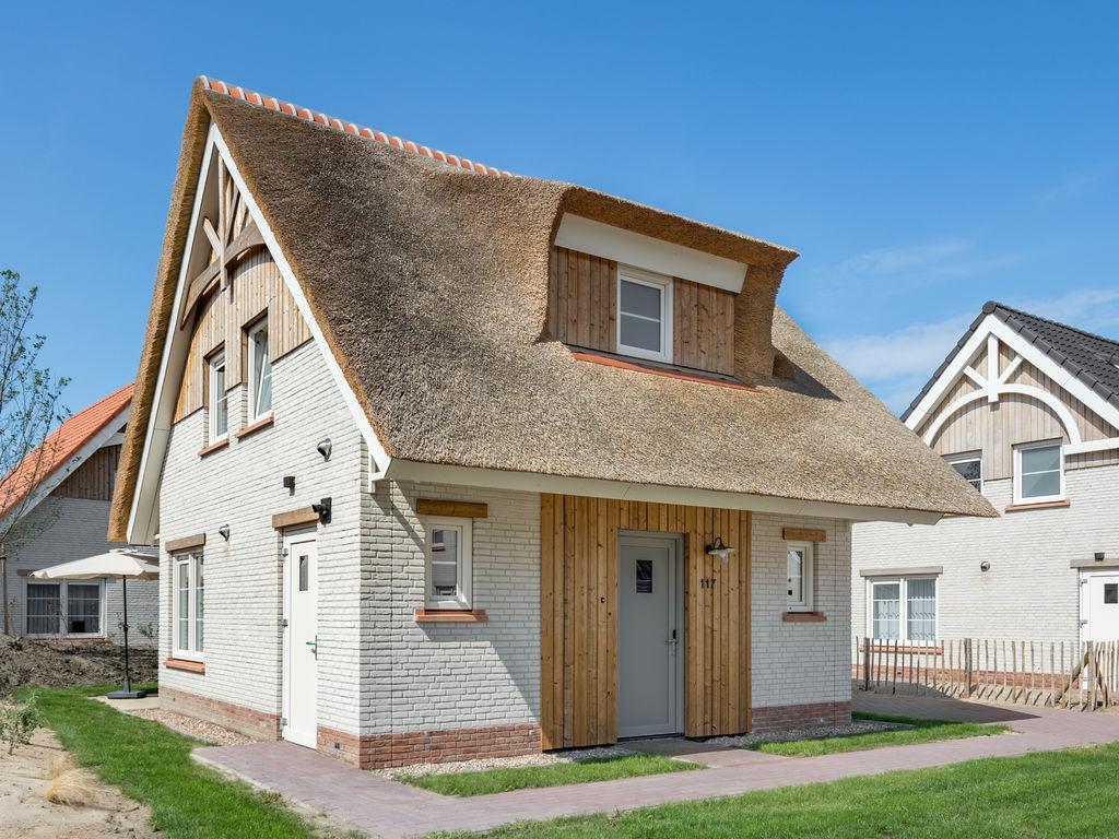 Ferienhaus Luxuriöse Villa mit Geschirrspüler, nur 500 m vom Meer entf. (2512095), Nieuwvliet, , Seeland, Niederlande, Bild 1