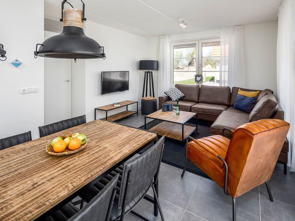 Ferienhaus Luxuriöse Villa mit Geschirrspüler, nur 500 m vom Meer entf. (2512091), Nieuwvliet, , Seeland, Niederlande, Bild 2