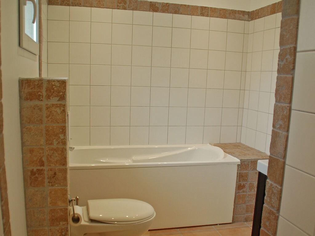 Maison de vacances Komfortable Villa mit Jacuzzi in Montburn-des-Corbieres (2597006), Azille, Aude intérieur, Languedoc-Roussillon, France, image 19