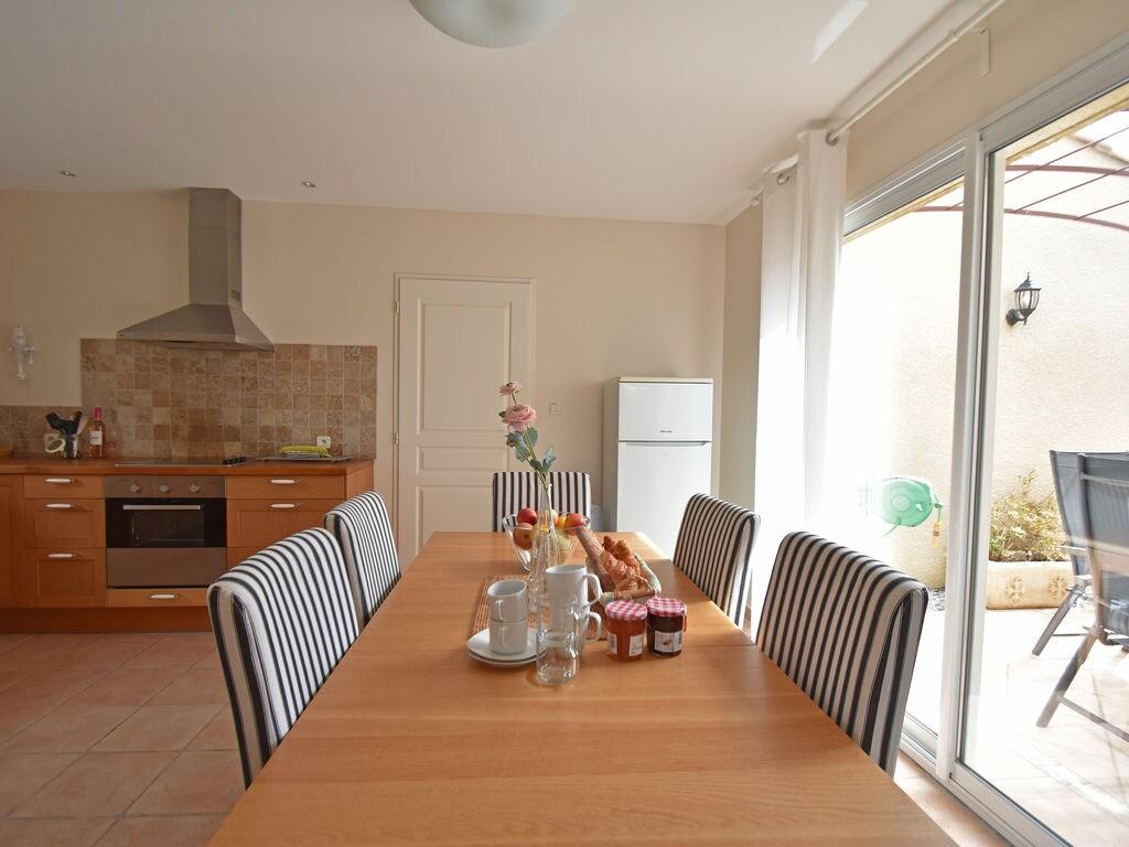 Maison de vacances Komfortable Villa mit Jacuzzi in Montburn-des-Corbieres (2597006), Azille, Aude intérieur, Languedoc-Roussillon, France, image 11