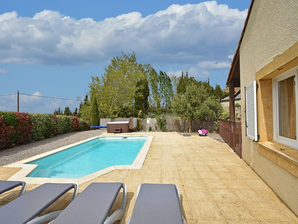 Maison de vacances Komfortable Villa mit Jacuzzi in Montburn-des-Corbieres (2597006), Azille, Aude intérieur, Languedoc-Roussillon, France, image 6