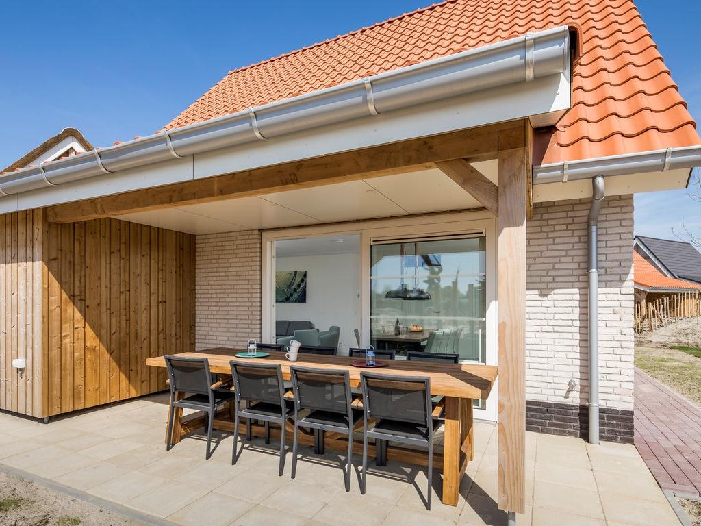 Ferienhaus Luxuriöse Villa mit Geschirrspüler, nur 500 m vom Meer entf. (2597757), Nieuwvliet, , Seeland, Niederlande, Bild 1