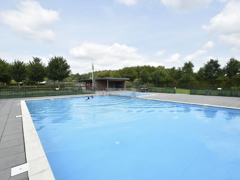 Ferienhaus Luxuriöses Ferienhaus in Zeewolde mit Pool (2644599), Zeewolde, , Flevoland, Niederlande, Bild 2
