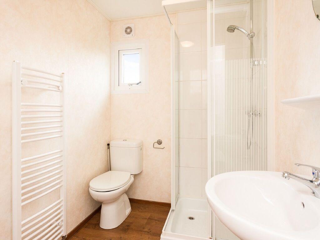 Ferienhaus Gut ausgestattetes Chalet mit Mikrowelle, in Wassernähe (2652663), Aalst (NL), Rivierenland, Gelderland, Niederlande, Bild 7