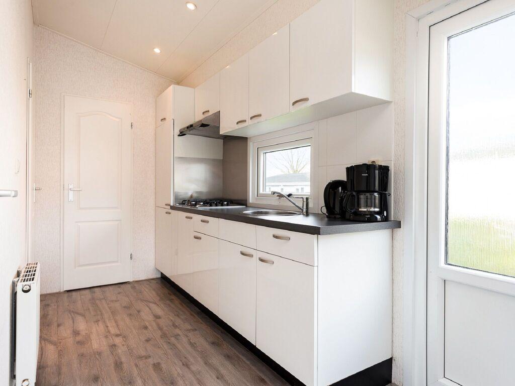 Ferienhaus Gut ausgestattetes Chalet mit Mikrowelle, in Wassernähe (2652663), Aalst (NL), Rivierenland, Gelderland, Niederlande, Bild 4