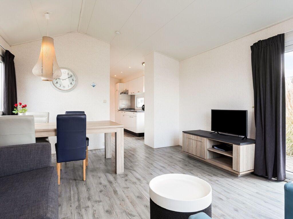 Ferienhaus Gut ausgestattetes Chalet mit Mikrowelle, in Wassernähe (2652663), Aalst (NL), Rivierenland, Gelderland, Niederlande, Bild 2