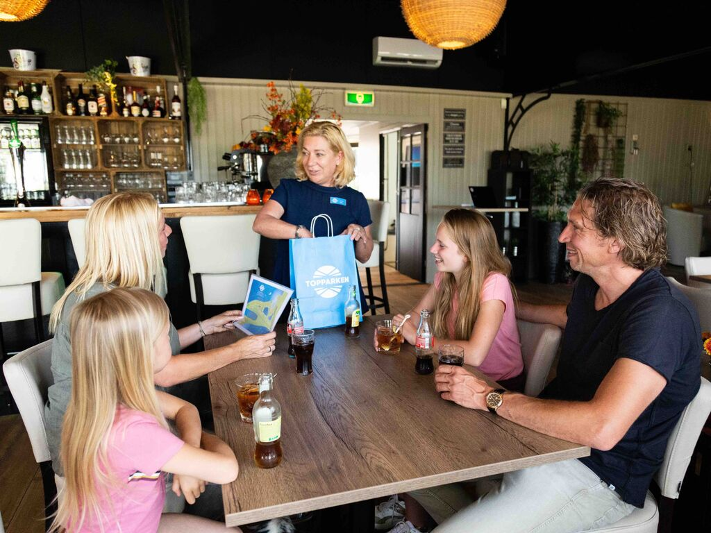 Ferienhaus Gut ausgestattetes Chalet mit Mikrowelle, in Wassernähe (2652663), Aalst (NL), Rivierenland, Gelderland, Niederlande, Bild 10
