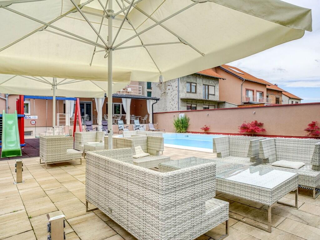 Ferienhaus Geräumiges Ferienhaus mit Swimmingpool in Vukovar (2809008), Vukovar, , Slawonien, Kroatien, Bild 3
