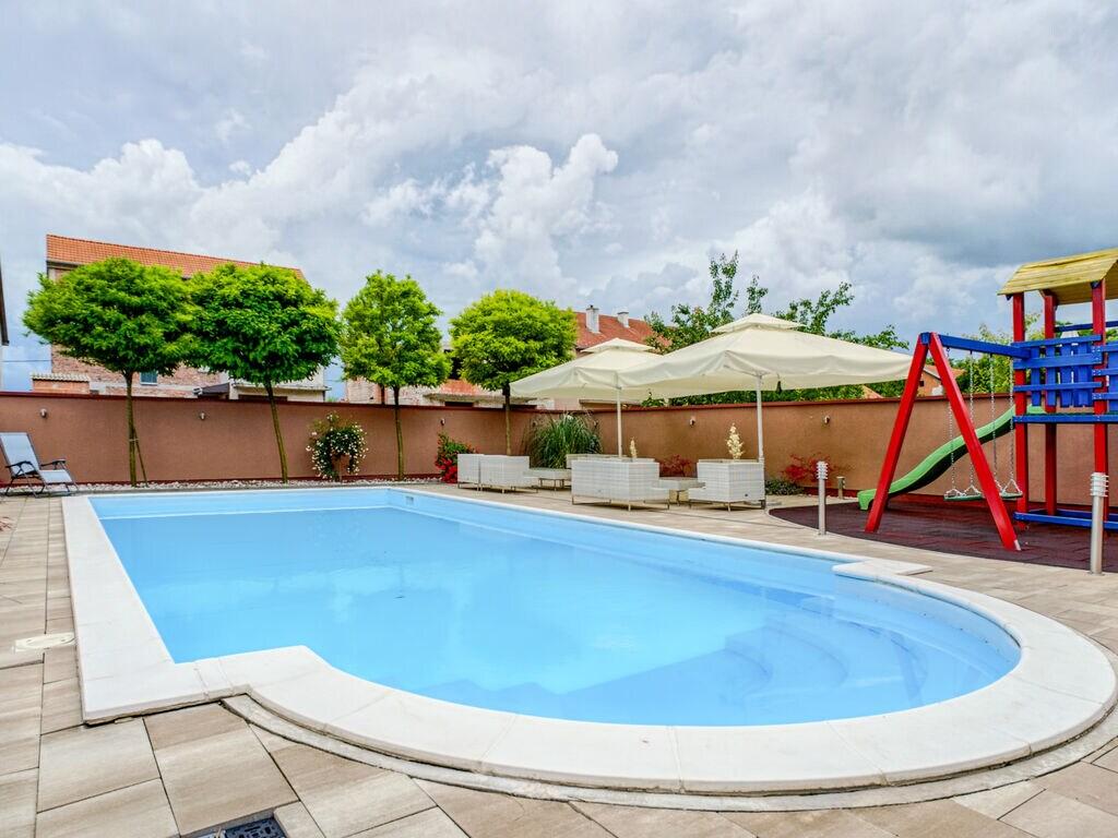 Ferienhaus Geräumiges Ferienhaus mit Swimmingpool in Vukovar (2809008), Vukovar, , Slawonien, Kroatien, Bild 6