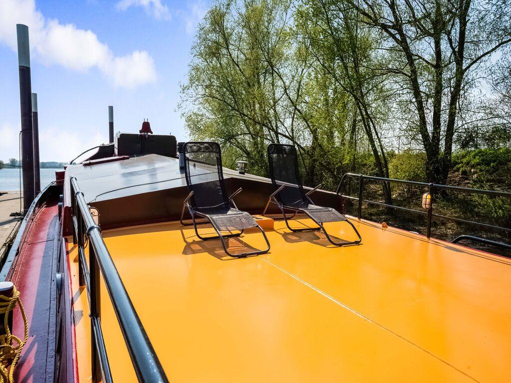 Schönes geräumiges Hausboot in Kerkdriel Boot