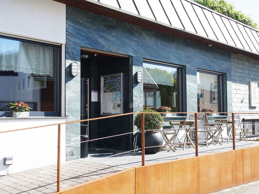Ferienhaus Komfortable Ferienwohnung mit 2 Schlafzimmern mit großem Balkon und schönem Ausblick in de (255203), Bollendorf, Südeifel, Rheinland-Pfalz, Deutschland, Bild 11