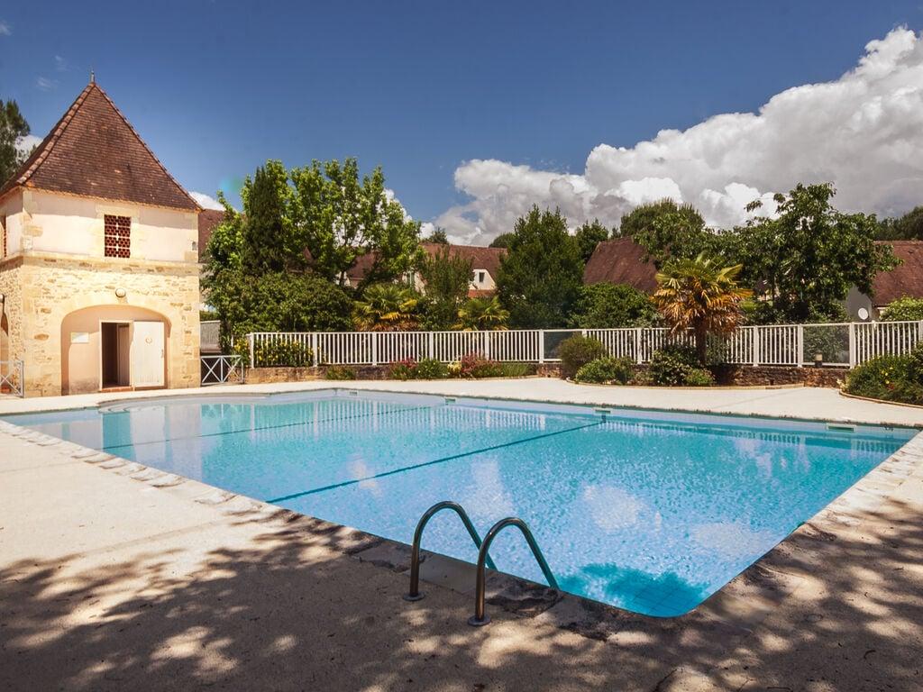 Holiday house Wunderschönes Ferienhaus in Aquitaine in der Nähe des Waldes (255951), Sarlat la Canéda, Dordogne-Périgord, Aquitania, France, picture 2