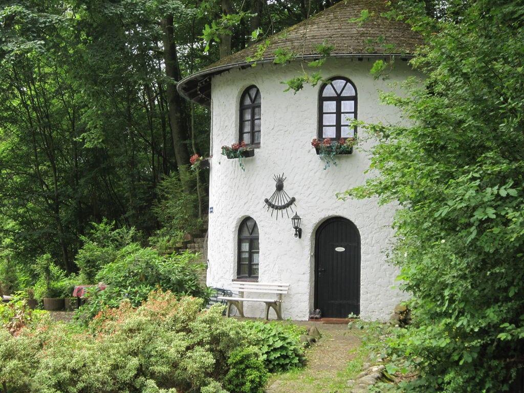 Turm zur Pfaffenley Ferienhaus in der Eifel