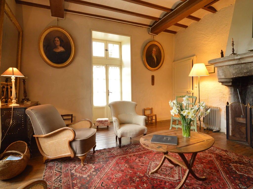 Ferienhaus Wunderschönes Herrenhaus mit Pool in Saint-Paul-du-Bois (65770), Vihiers, Maine-et-Loire, Pays de la Loire, Frankreich, Bild 2