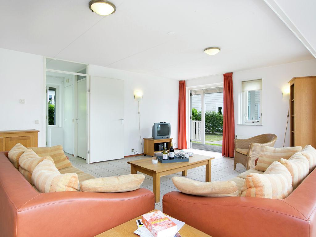 Ferienhaus Schöne Villa mit 2 Badezimmern, 9 km von Rockanje entfernt (311898), Hellevoetsluis, , Südholland, Niederlande, Bild 3