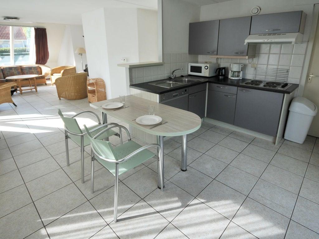 Ferienhaus Freistehende Villa m. Whirlpool & Spülmaschine, Strand: 1 km (327207), Elkerzee, , Seeland, Niederlande, Bild 3