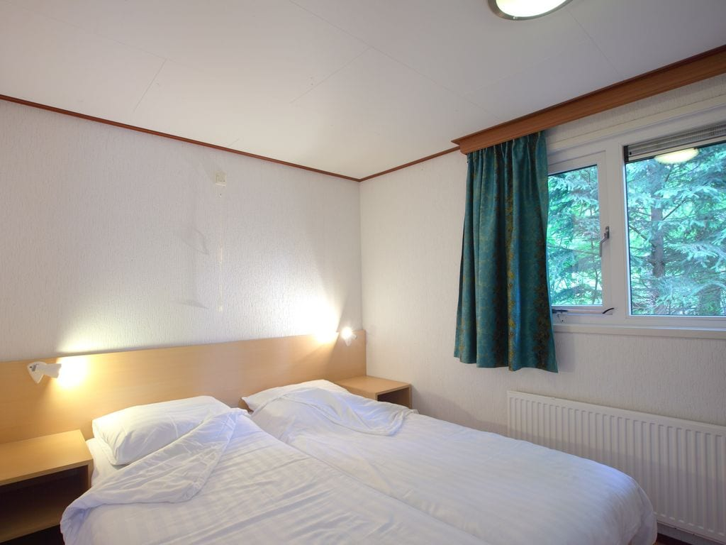 Ferienhaus Möbliertes Chalet mit Kombi-Mikrowelle in der Veluwe (321214), Epe, Veluwe, Gelderland, Niederlande, Bild 4