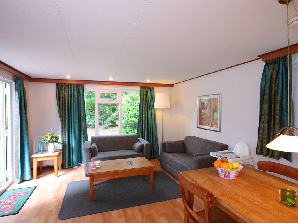 Ferienhaus Möbliertes Chalet mit Kombi-Mikrowelle in der Veluwe (321214), Epe, Veluwe, Gelderland, Niederlande, Bild 2