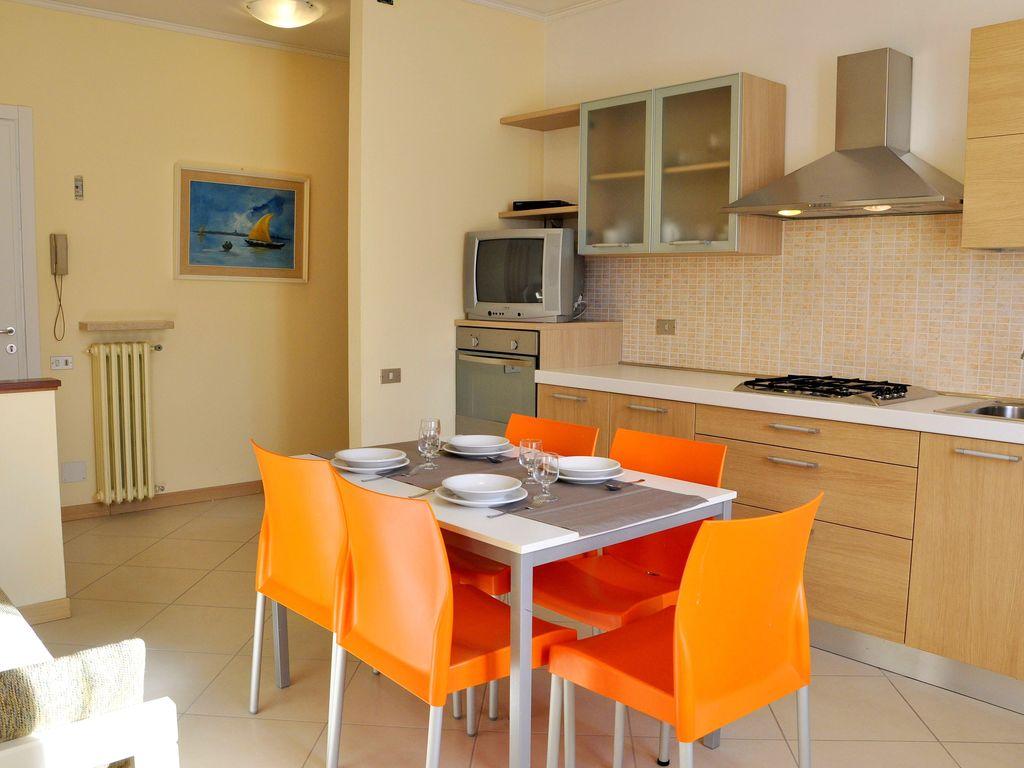 Ferienhaus Geräumiges Ferienhaus in Lazise mit Gemeinschaftspool (73574), Lazise, Gardasee, Venetien, Italien, Bild 8