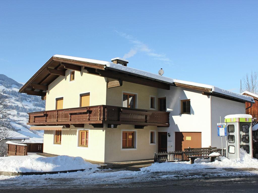Ferienwohnung Geräumige Ferienwohnung mit Balkon in Hart im Zillertaler (253747), Hochfügen, Zillertal, Tirol, Österreich, Bild 2