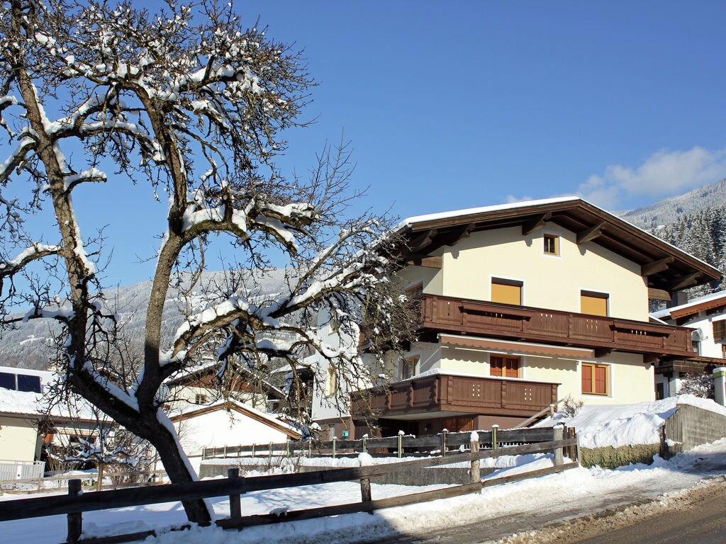 Ferienwohnung Geräumige Ferienwohnung mit Balkon in Hart im Zillertaler (253747), Hochfügen, Zillertal, Tirol, Österreich, Bild 1