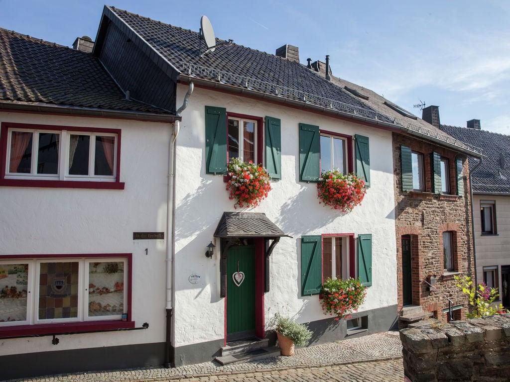 Burghof woning C Ferienwohnung  Eifel in NRW