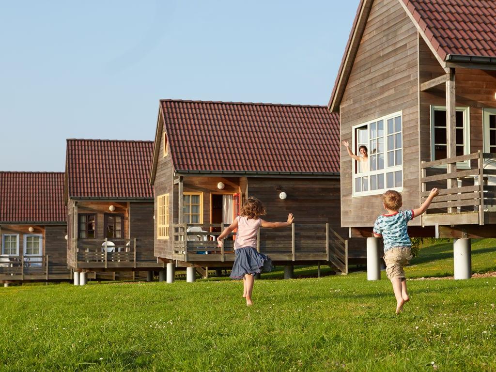 Ferienhaus Authentisches Holz-Ferienhaus in ruhiger grüner Umgebung (256244), Buigny St Maclou, Somme, Picardie, Frankreich, Bild 2