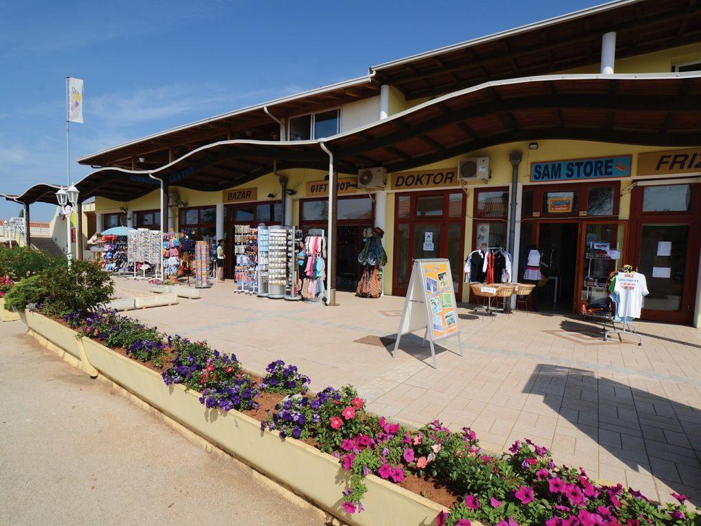 Ferienhaus Sorgfältig möblierter Bungalow mit 2 Bädern, 7 km von Pula (256428), Fažana, , Istrien, Kroatien, Bild 15
