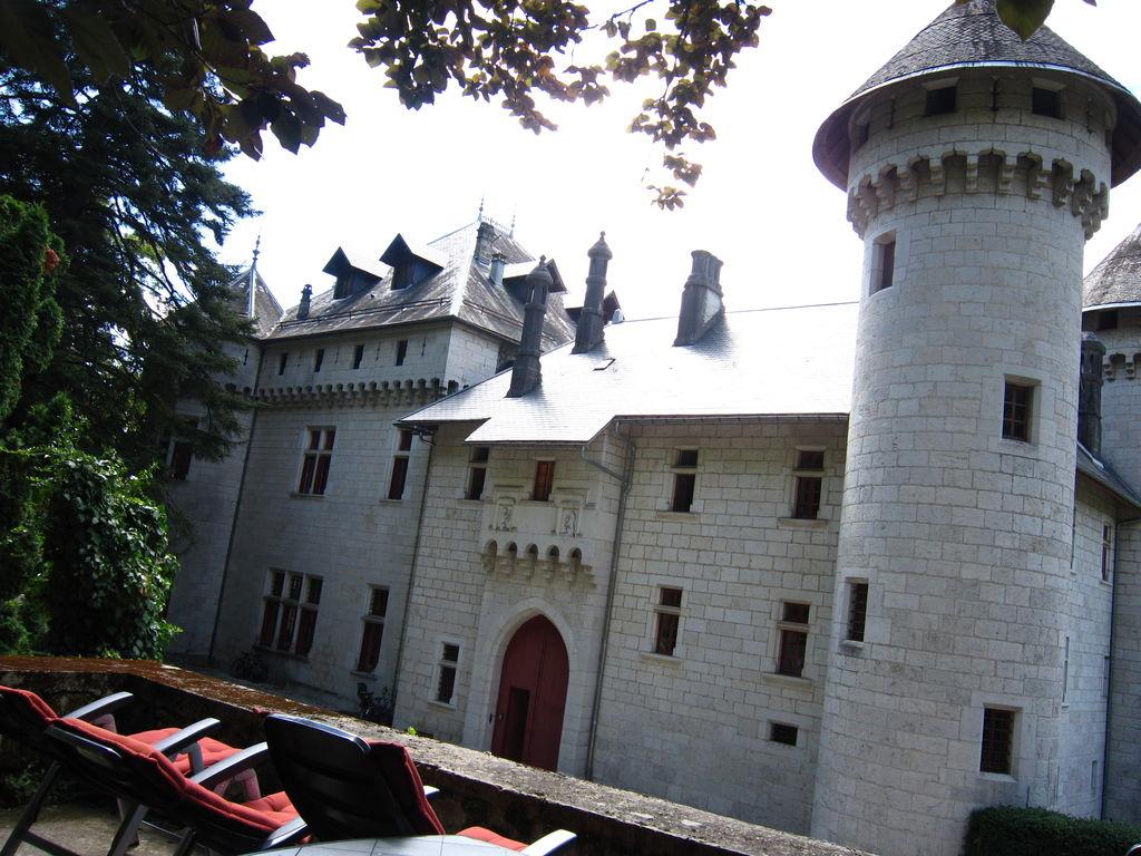 Gemütliches Schloss in Serrières-en-Ch Besondere Immobilie