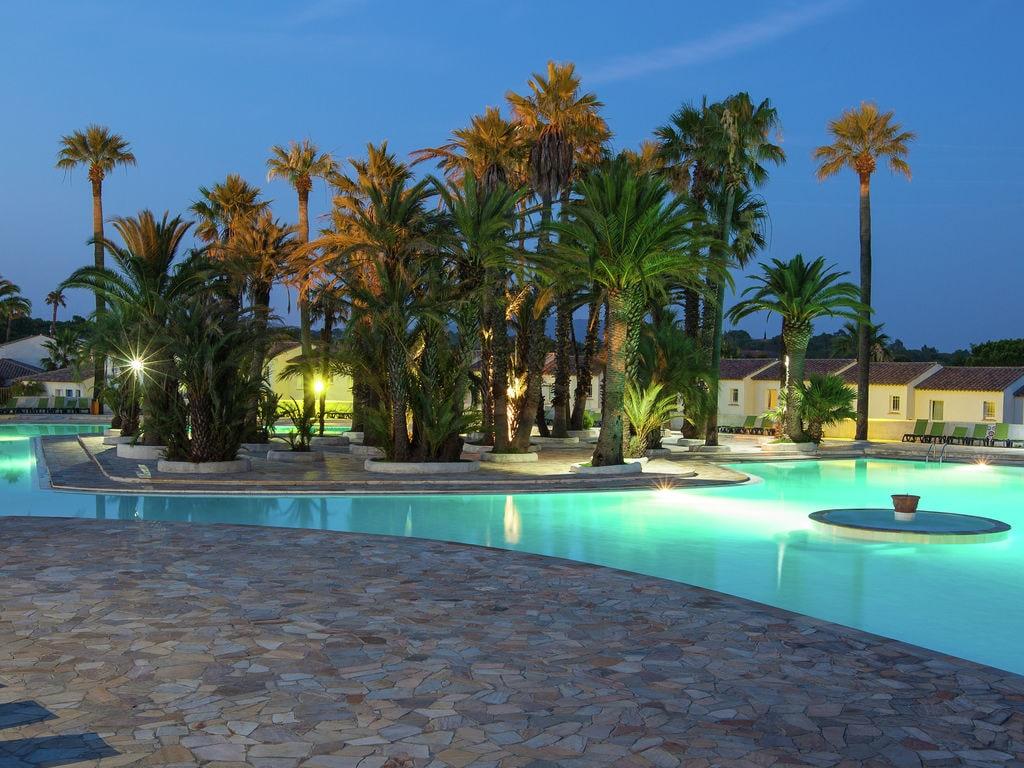 Ferienhaus Gepflegter Bungalow mit Kombi-Mikrowelle, Strand in 5 km. (256264), Fréjus, Côte d'Azur, Provence - Alpen - Côte d'Azur, Frankreich, Bild 32