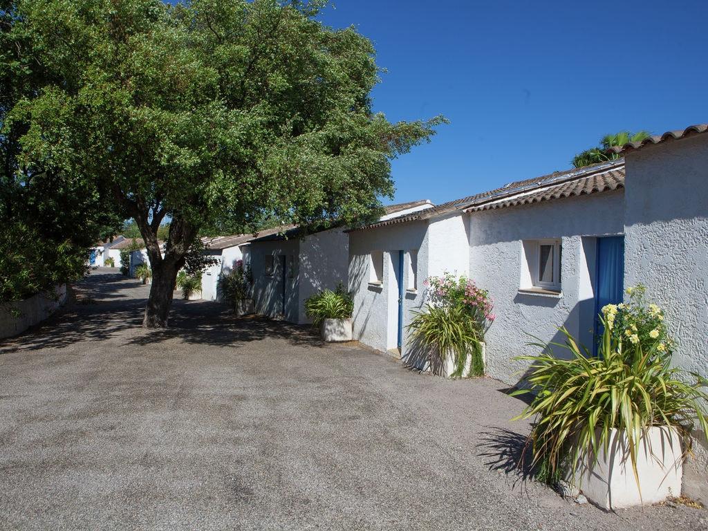 Ferienhaus Gepflegter Bungalow mit Kombi-Mikrowelle, Strand in 5 km. (256264), Fréjus, Côte d'Azur, Provence - Alpen - Côte d'Azur, Frankreich, Bild 4