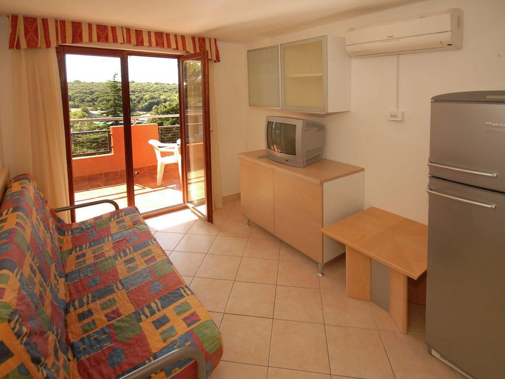 Ferienhaus Gepflegtes Apartment mit Balkon, 4 km vom touristischen Pula (256419), Pula, , Istrien, Kroatien, Bild 4