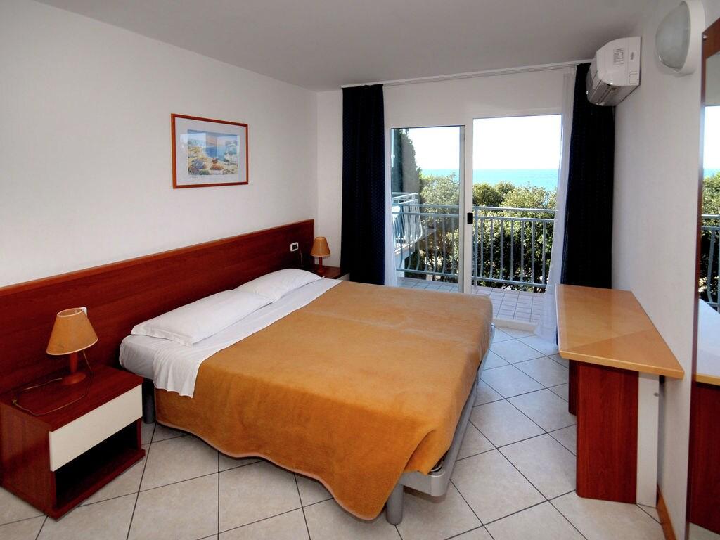 Ferienhaus Gepflegtes Apartment mit Balkon, 4 km vom touristischen Pula (256419), Pula, , Istrien, Kroatien, Bild 5