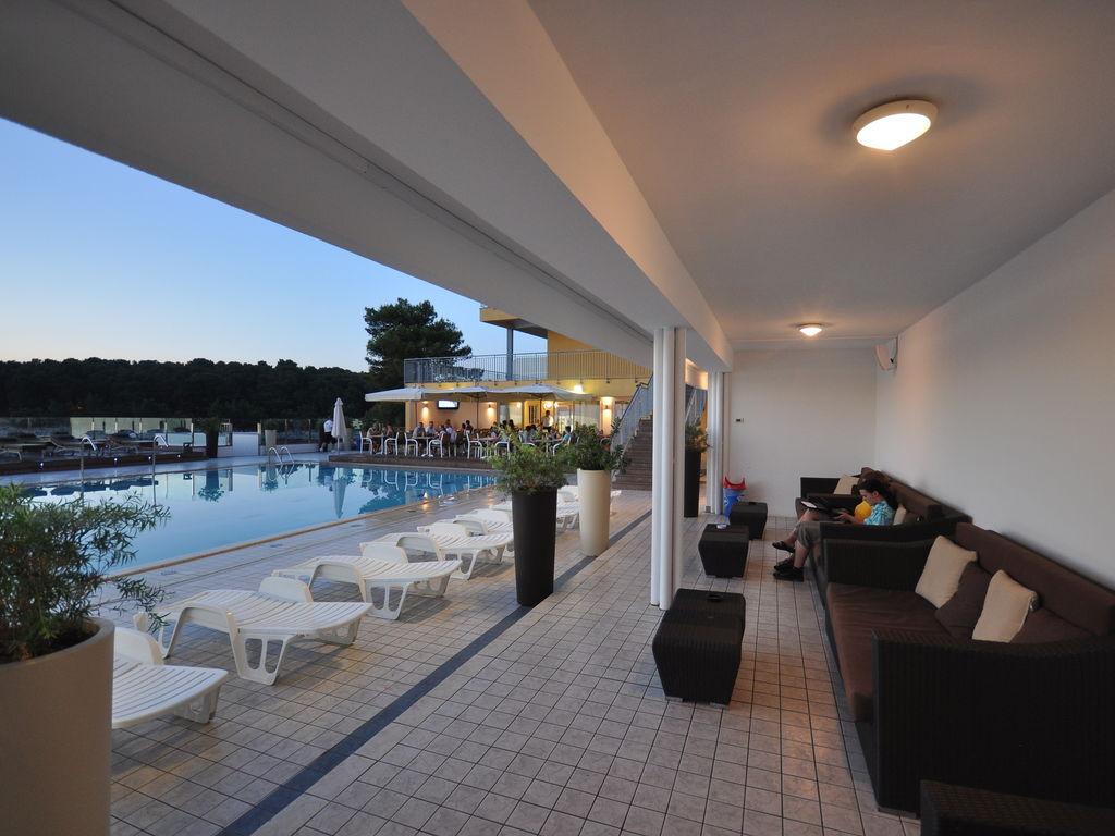Ferienhaus Gepflegtes Apartment mit Balkon, 4 km vom touristischen Pula (256419), Pula, , Istrien, Kroatien, Bild 2