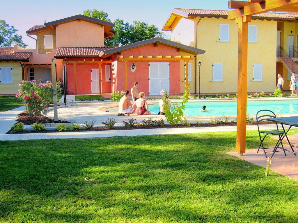 Ferienhaus Komfortables Ferienhaus in Manerba del Garda mit Pool (244573), Nuvolento, Brescia, Lombardei, Italien, Bild 24
