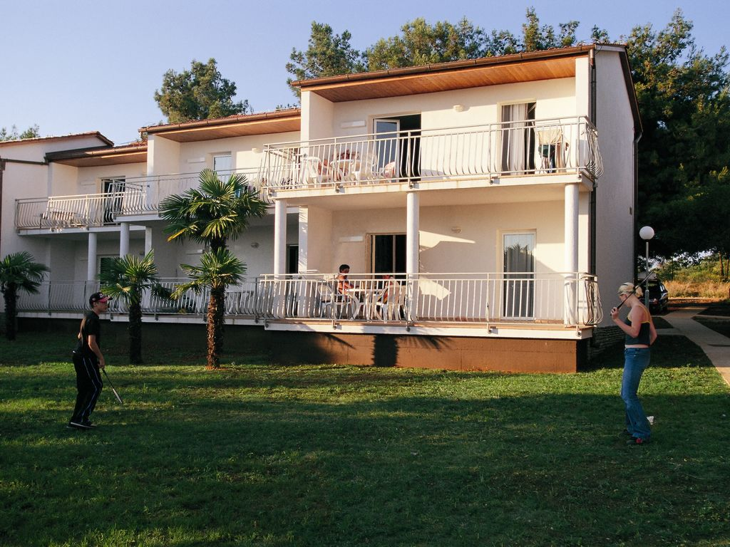 Gepflegtes Apartment mit Balkon o. Terrasse, 12 km Ferienpark in Kroatien