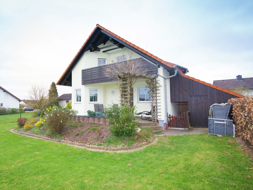 Ferienhaus Gehobenes Ferienhaus in Buchenberg Hessen mit buntem Garten (317780), Vöhl, Waldecker Land, Hessen, Deutschland, Bild 6