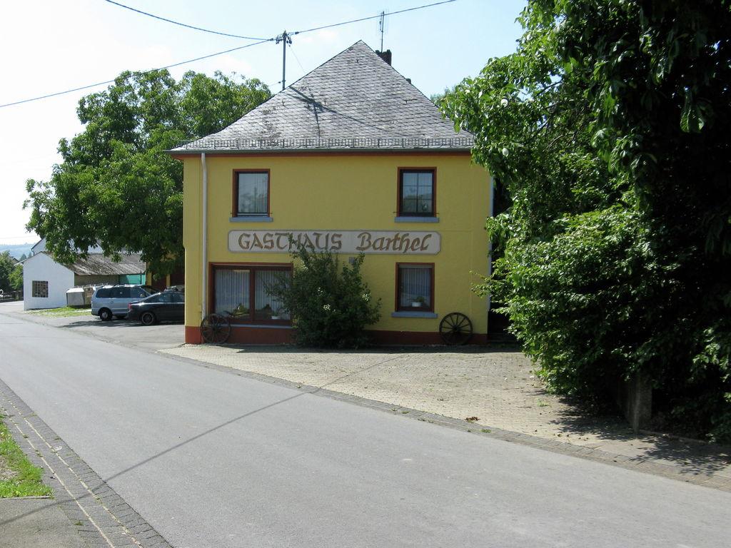 Ferienhaus Großes Ferienhaus in der Eifel mit Grill (334221), Neuerburg, Südeifel, Rheinland-Pfalz, Deutschland, Bild 3