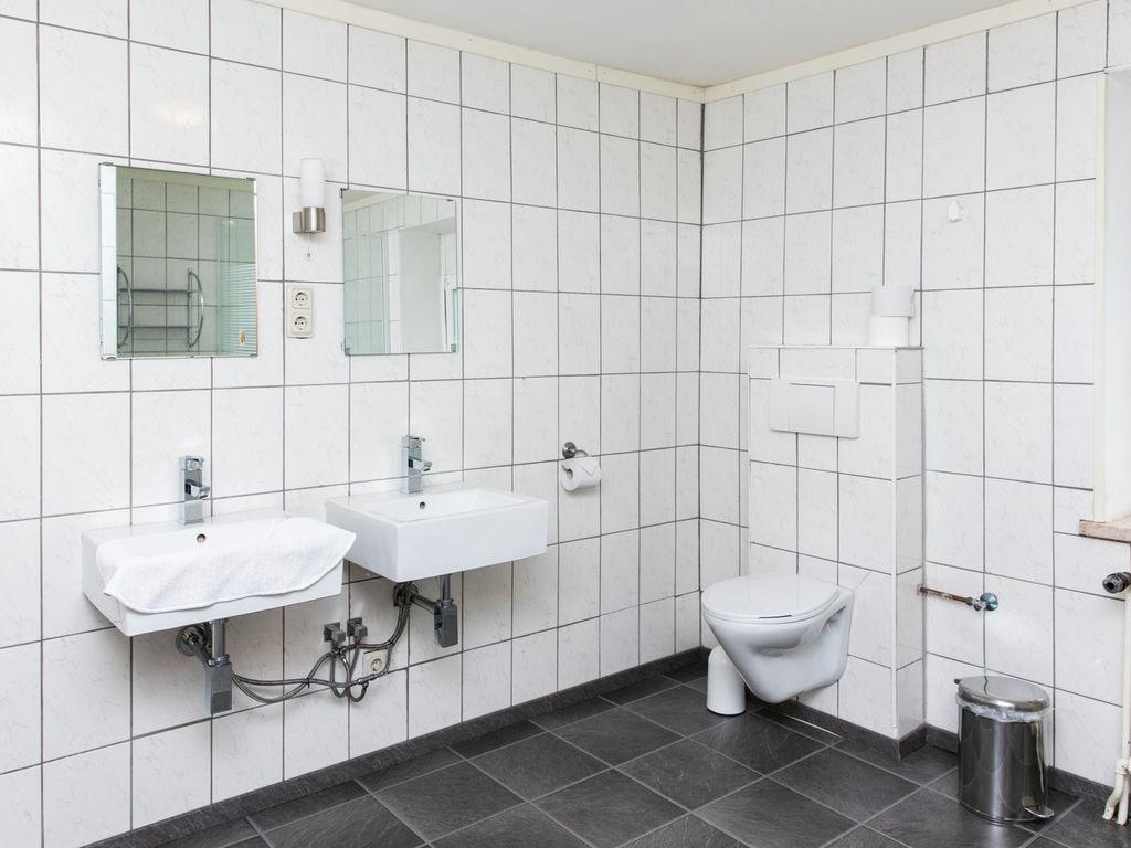 Ferienhaus Großes Ferienhaus in der Eifel mit Grill (334221), Neuerburg, Südeifel, Rheinland-Pfalz, Deutschland, Bild 30