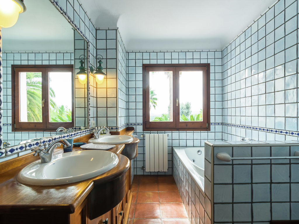 Ferienhaus Luxusvilla mit wunderschönem Pool in Santa Eulària des Riu (562867), Santa Eularia des Riu, Ibiza, Balearische Inseln, Spanien, Bild 20