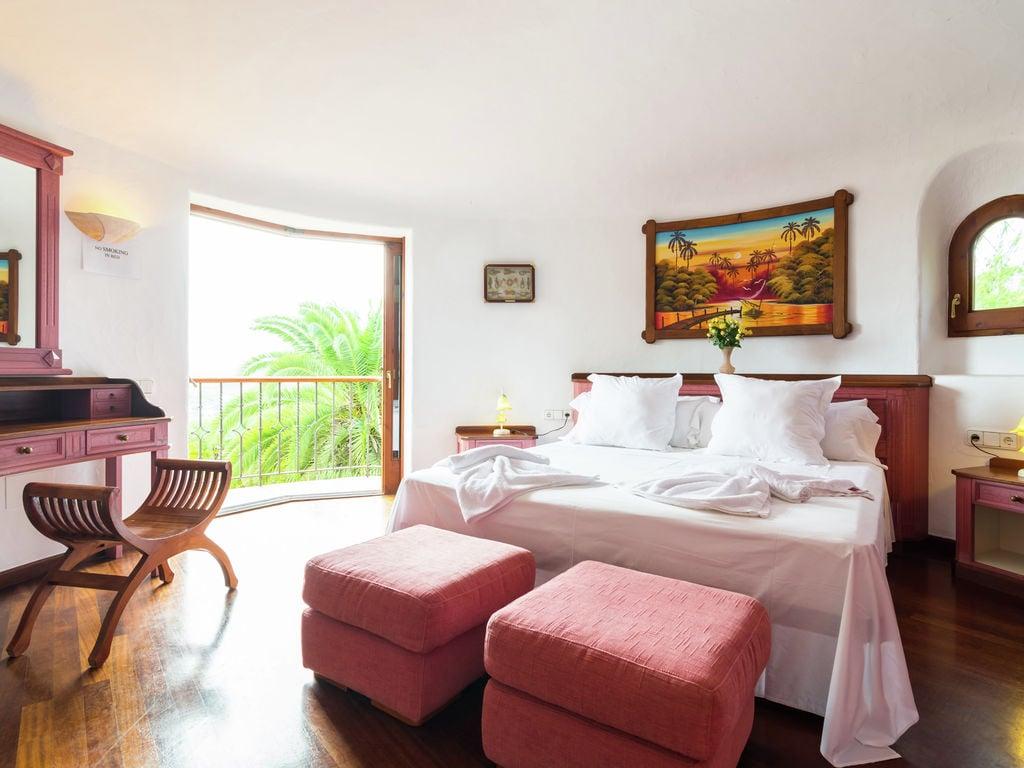 Ferienhaus Luxusvilla mit wunderschönem Pool in Santa Eulària des Riu (562867), Santa Eularia des Riu, Ibiza, Balearische Inseln, Spanien, Bild 17