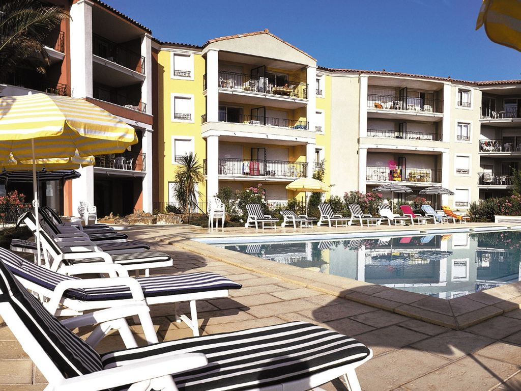 Holiday apartment Farbenfreudige Wohnung mit Klimaanlage, Strand in 150 m Nähe (402823), Sainte Maxime, Côte d'Azur, Provence - Alps - Côte d'Azur, France, picture 4