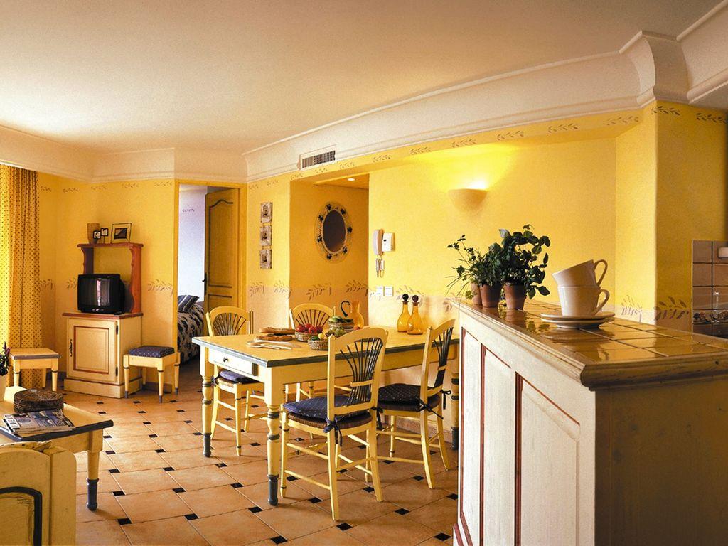 Holiday apartment Farbenfreudige Wohnung mit Klimaanlage, Strand in 150 m Nähe (402823), Sainte Maxime, Côte d'Azur, Provence - Alps - Côte d'Azur, France, picture 6