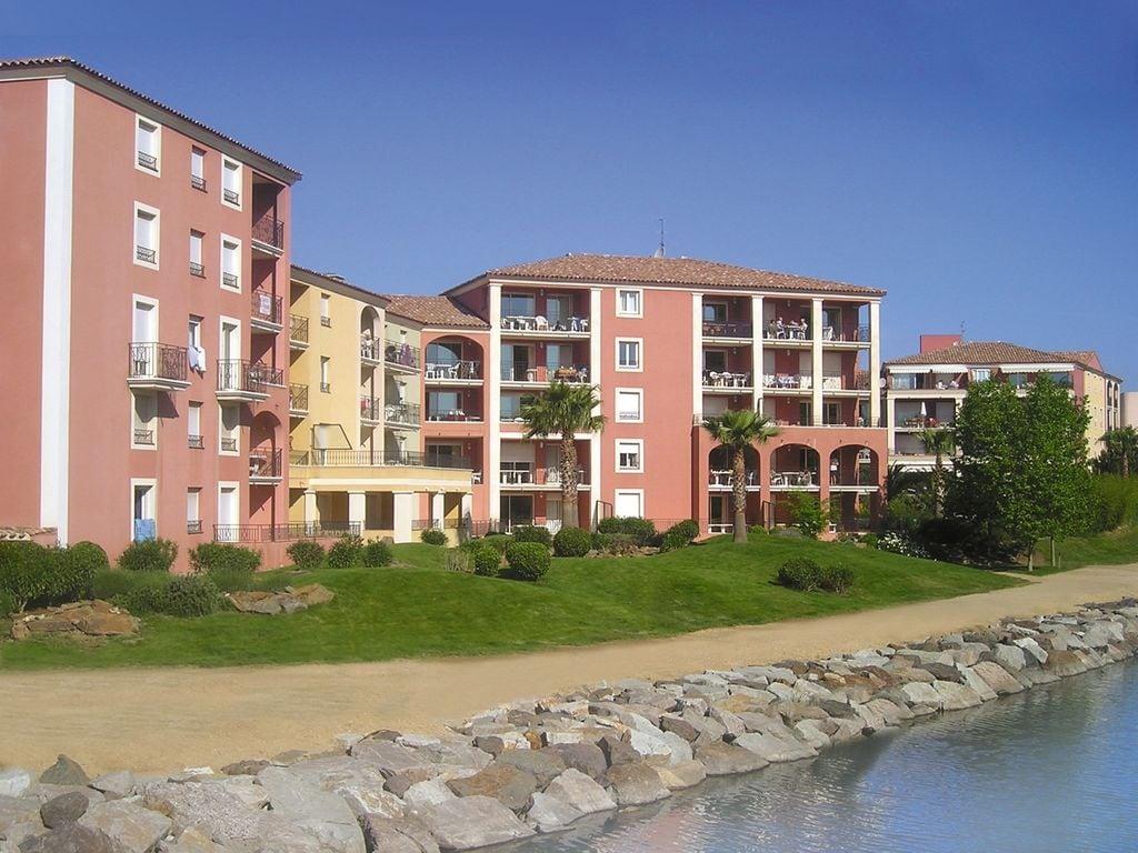 Ferienwohnung Farbenfreudige Wohnung mit Klimaanlage, Strand in 150 m Nähe (405097), Sainte Maxime, Côte d'Azur, Provence - Alpen - Côte d'Azur, Frankreich, Bild 2