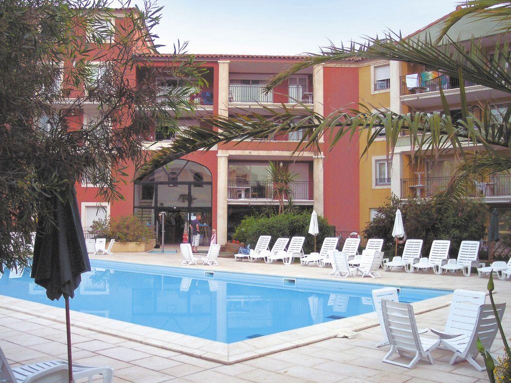 Ferienwohnung Farbenfreudige Wohnung mit Klimaanlage, Strand in 150 m Nähe (405097), Sainte Maxime, Côte d'Azur, Provence - Alpen - Côte d'Azur, Frankreich, Bild 1