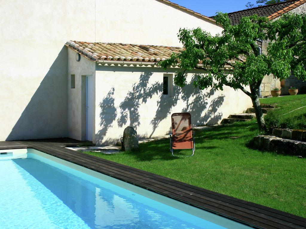 Maison de vacances Gîte avec piscine entouré de vignes (1404888), Lussac, Gironde, Aquitaine, France, image 36
