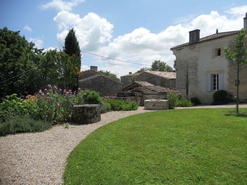 Maison de vacances Gîte avec piscine entouré de vignes (1404888), Lussac, Gironde, Aquitaine, France, image 25