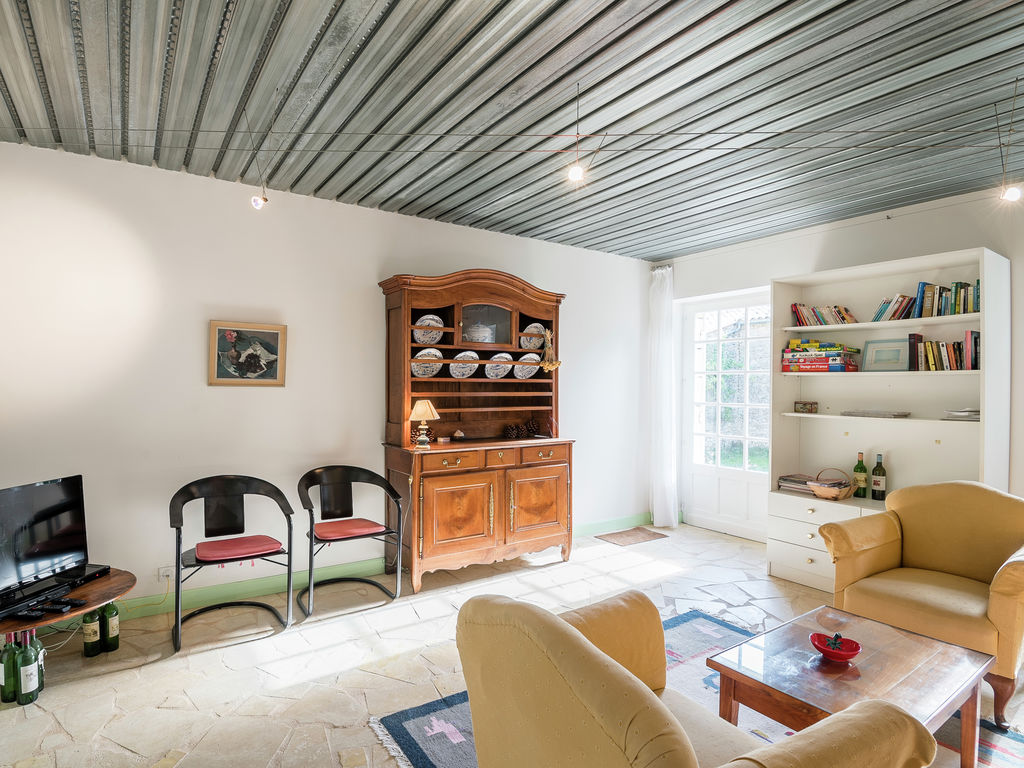 Maison de vacances Gîte avec piscine entouré de vignes (1404888), Lussac, Gironde, Aquitaine, France, image 6