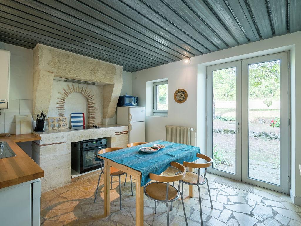 Maison de vacances Gîte avec piscine entouré de vignes (1404888), Lussac, Gironde, Aquitaine, France, image 9