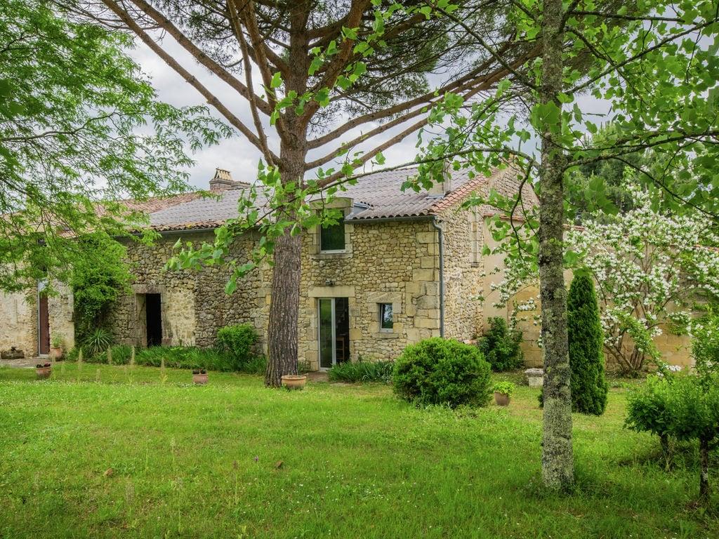 Maison de vacances Gîte avec piscine entouré de vignes (1404888), Lussac, Gironde, Aquitaine, France, image 2